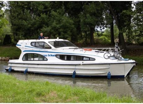 Caprice - navigue en Italie - 12m x 3,81 x 1,00 - Couchettes 4+2