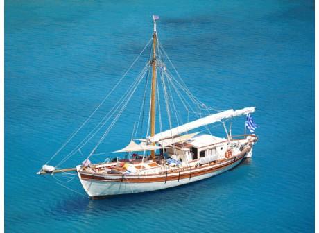 Morgkan navigue en Grêce - 20,45 x 5,50 x 2 - à partir de 610 € / jour pour 6 personnes en demi-pension