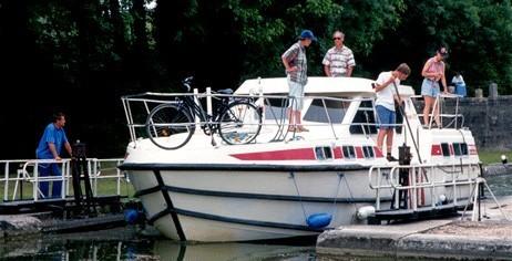 location de bateaux de plaisance habitables avec permis de pilotage cap. Black Bedroom Furniture Sets. Home Design Ideas